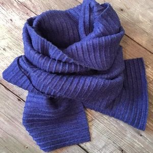 Coldwater Creek blue ribbed texture oblong scarf